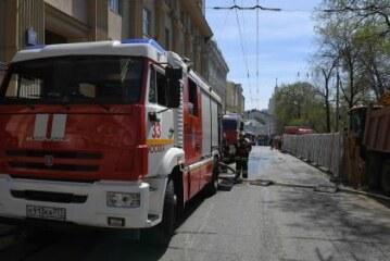 В Москве частично перекрыли движение на Садово-Спасской улице из-за пожара в жилом доме