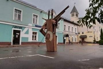 500-килограмовую работу художника Гуреева ломали люди во главе с подполковником МВД