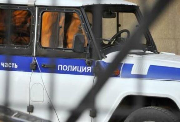 В Ленинградской области во время ссоры мужчина поджег клетку с попугаями, птицы погибли